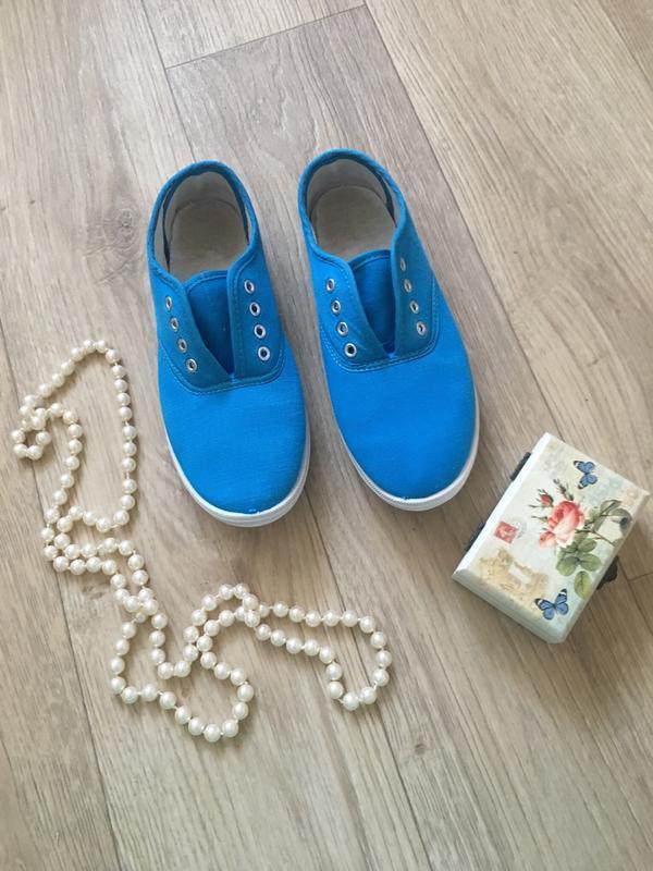 Голубые тканевые кеды, мокасины, тапочки