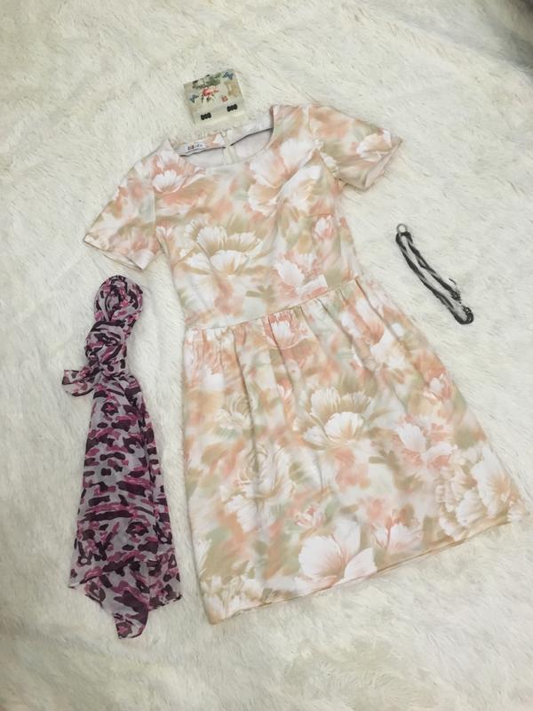 Нежное бежевое летнее платье.