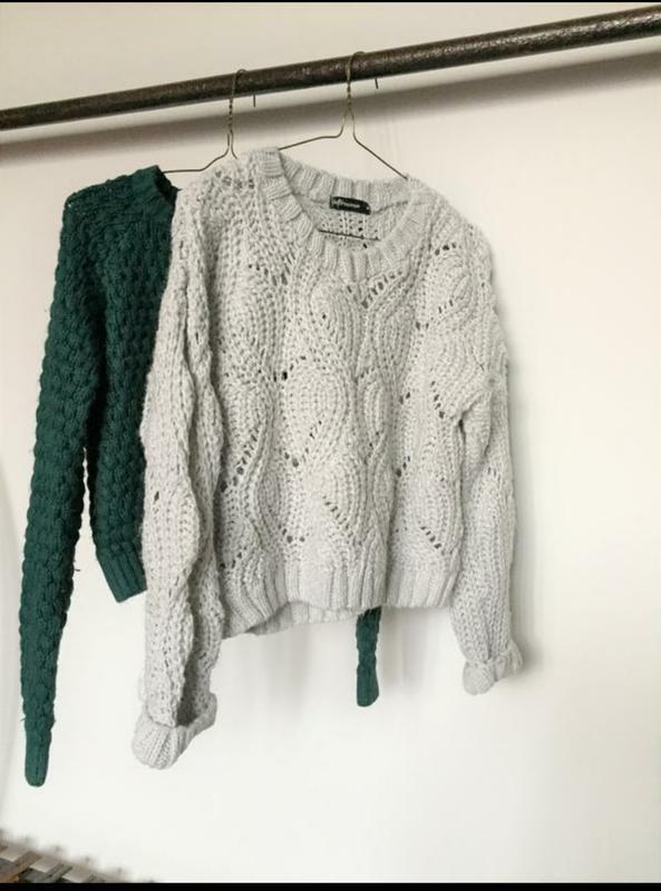 Сірий в'язаний джемпер укорочений светр теплий