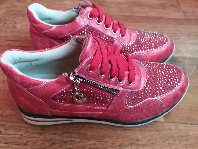 Мягкие женские сникерсы кроссовки