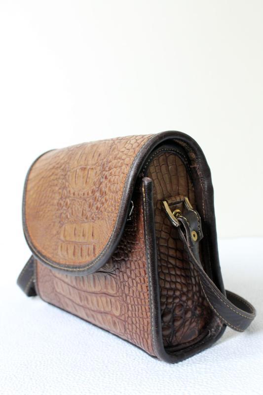 Кожаная сумка кроссбоди под крокодила