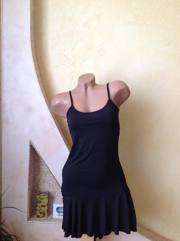 Черное платье  на тонких бретельках