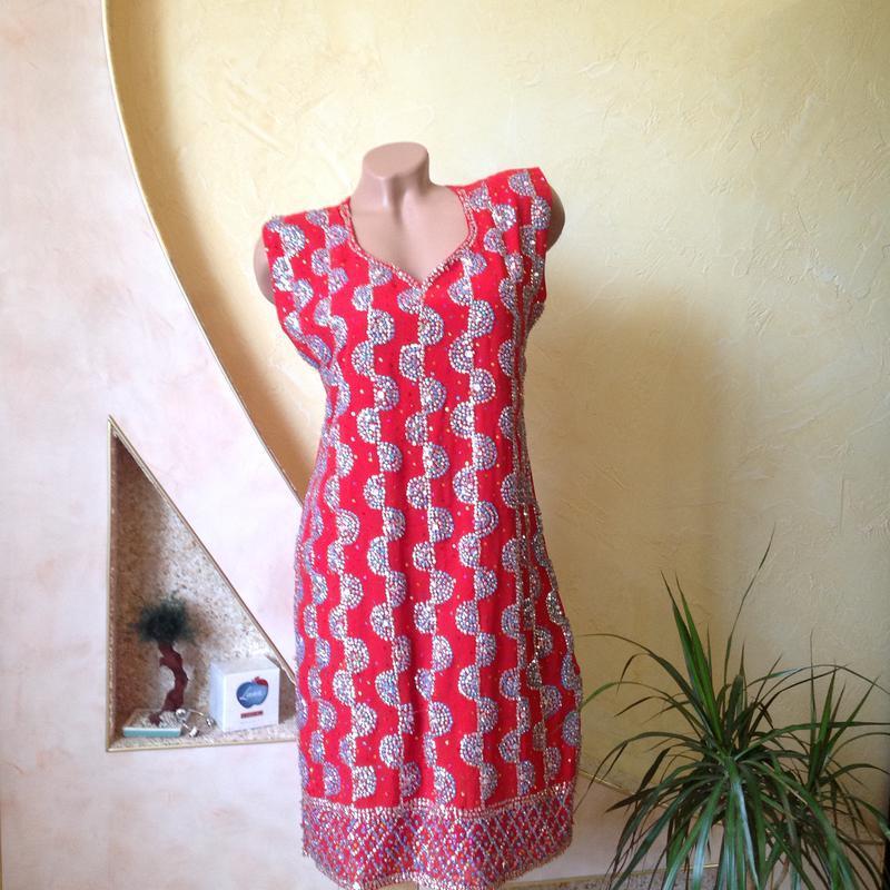Красная нарядная длинная блуза туника с разрезами сбоку, украш...