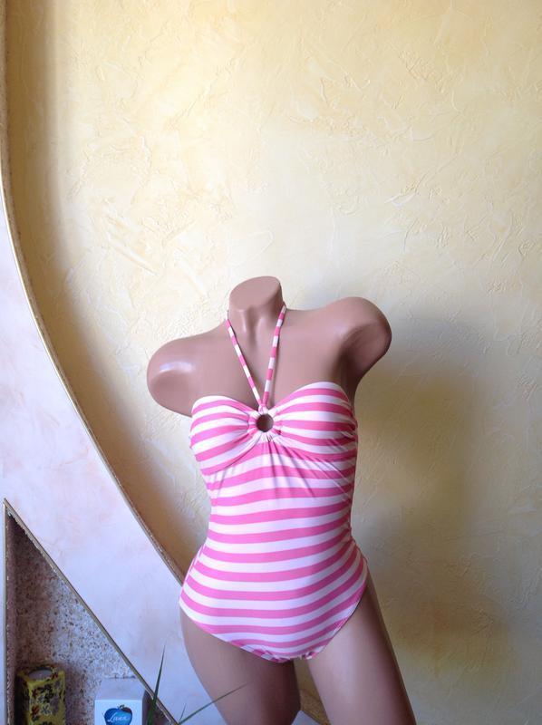 Розовый купальник в полоску