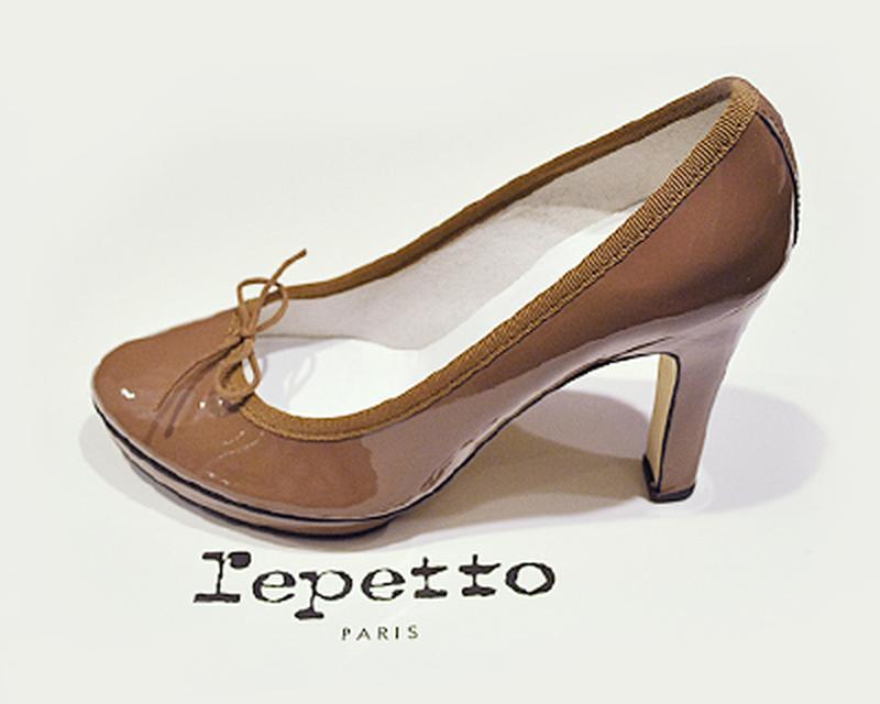 Лакированные туфли лодочки на каблуке repetto, модель tess