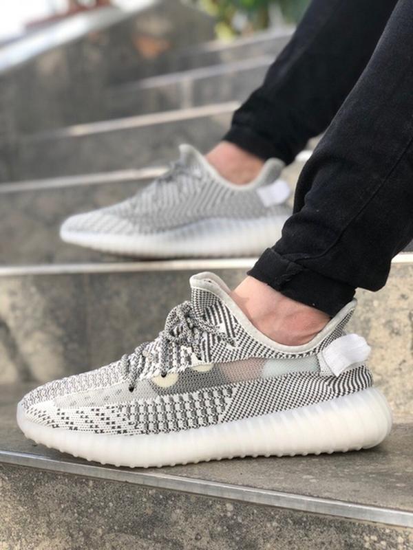 Шикарные мужские кроссовки adidas yeez boost 350