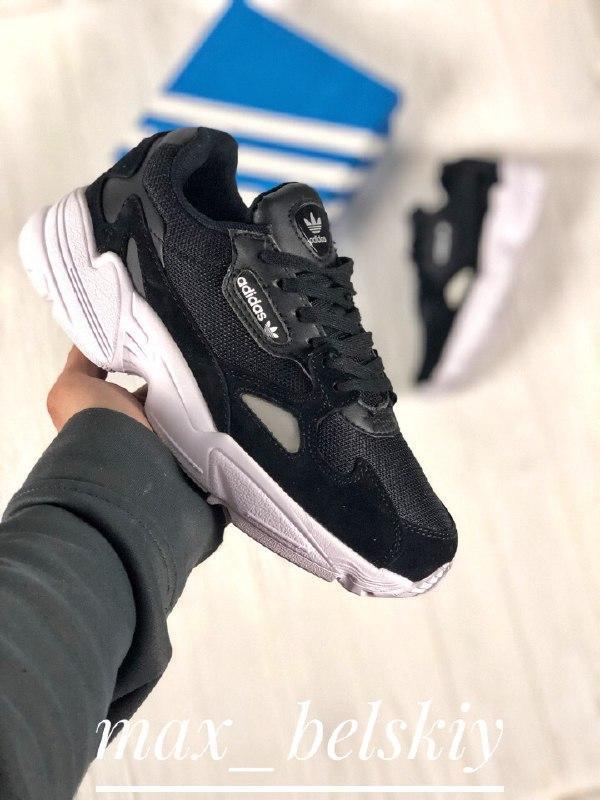 Шикарные женские кроссовки adidas falcon black white