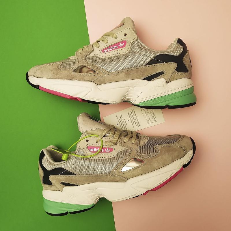 Шикарные женские кроссовки adidas falcon grey white green