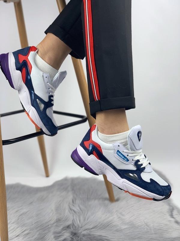 Шикарные женские кроссовки adidas falcon blue red purple