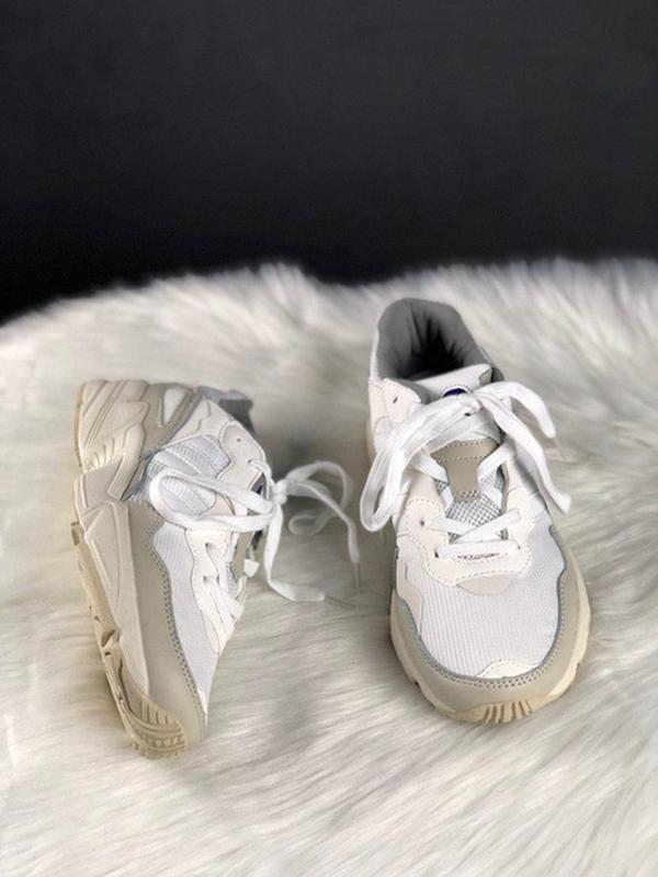 Шикарные женские кроссовки adidas yung 96 white