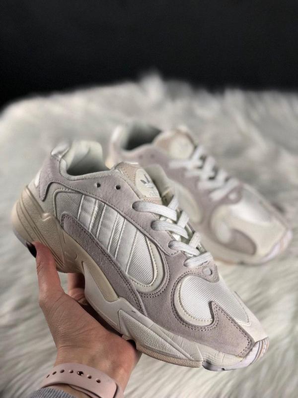 Шикарные женские кроссовки adidas yung 1 white grey