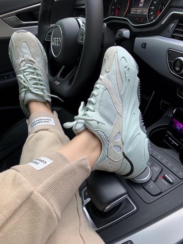 Шикарные женские кроссовки adidas yeezy boost 700 salt grey