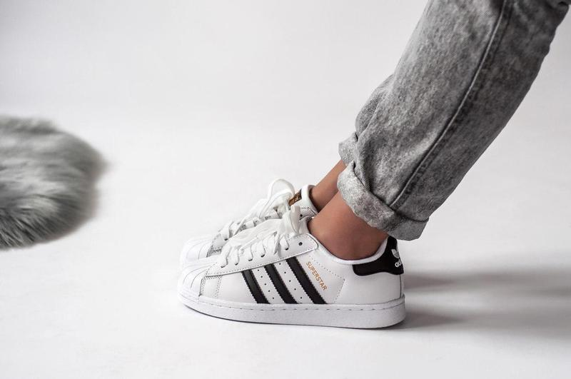 Шикарные кроссовки adidas superstar white