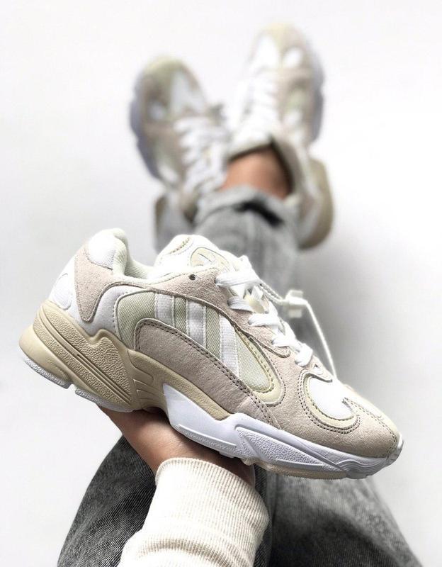 Шикарные женские кроссовки adidas yung-1 white grey