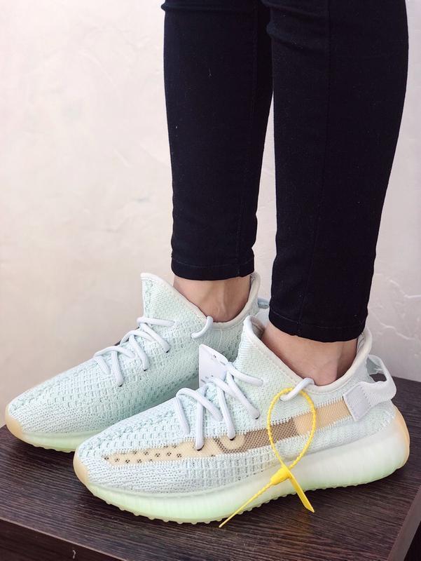 Шикарные кроссовки adidas yeezy boost 350 v2 hyperspace