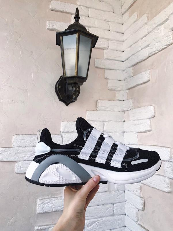 Шикарные кроссовки adidas lexicon, black white