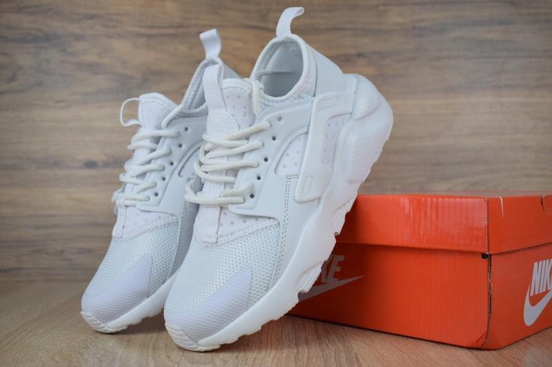 Шикарные женские кроссовки nike huarache белые