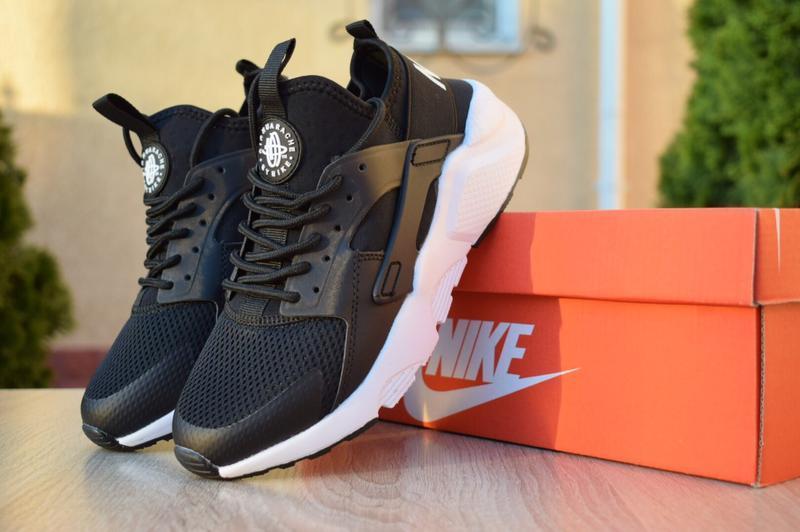 Шикарные женские кроссовки nike huarache черные на белой