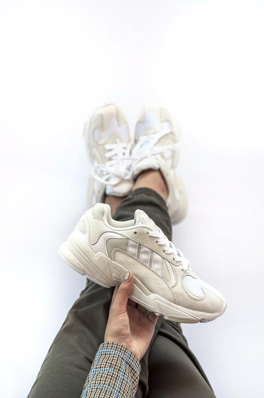 Шикарные женские кроссовки adidas yung-1 white