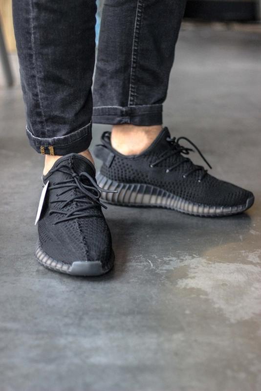 Шикарные мужские кроссовки adidas yeezy boost 350 v2, black