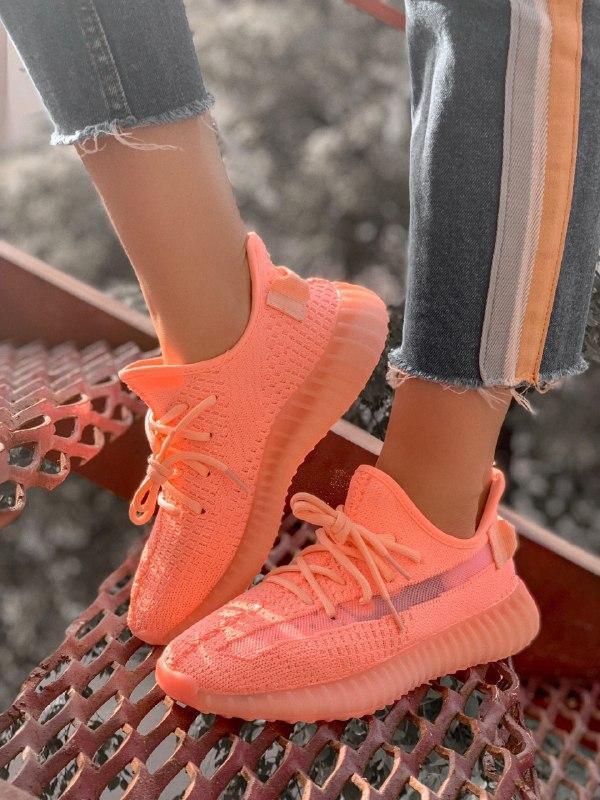 Шикарные женские кроссовки adidas yeezy 350 coral