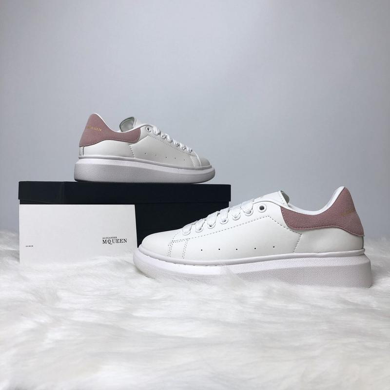 Шикарные женские кроссовки alexnader mcqueen white pink белые