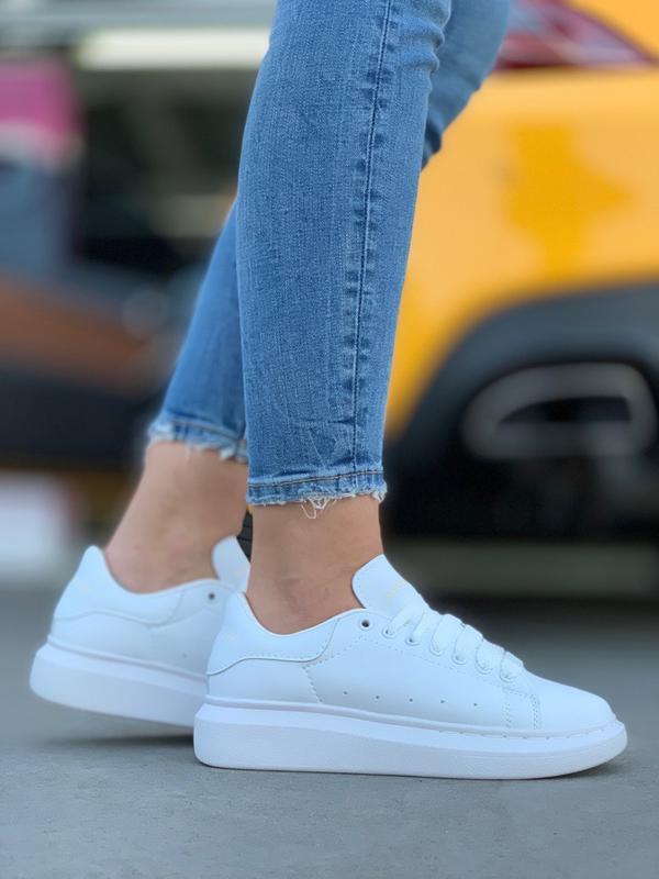 Шикарные женские кроссовки alexander mcqueen all white белые