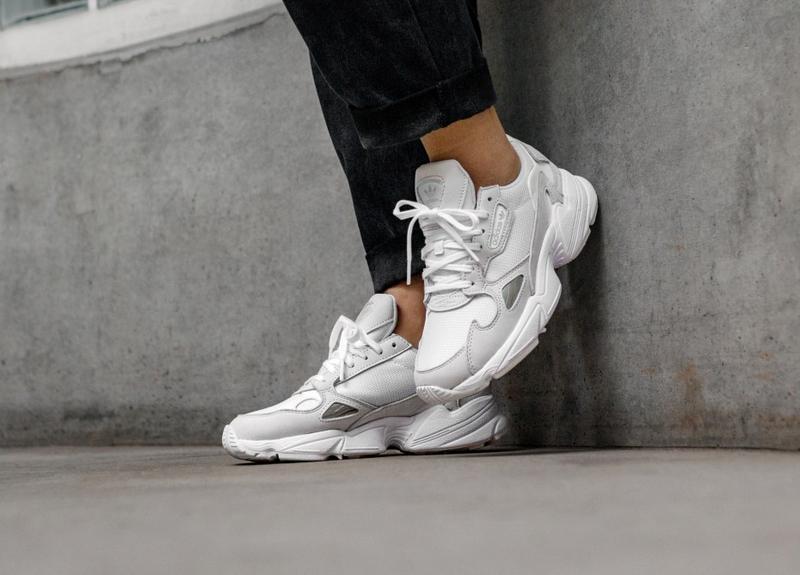 Шикарные женские кроссовки adidas falcon white белые