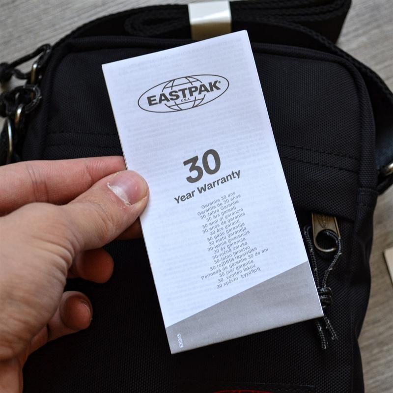 Сумка месенджер eastpak the one messenger bag ek045 190 black ... - Фото 4