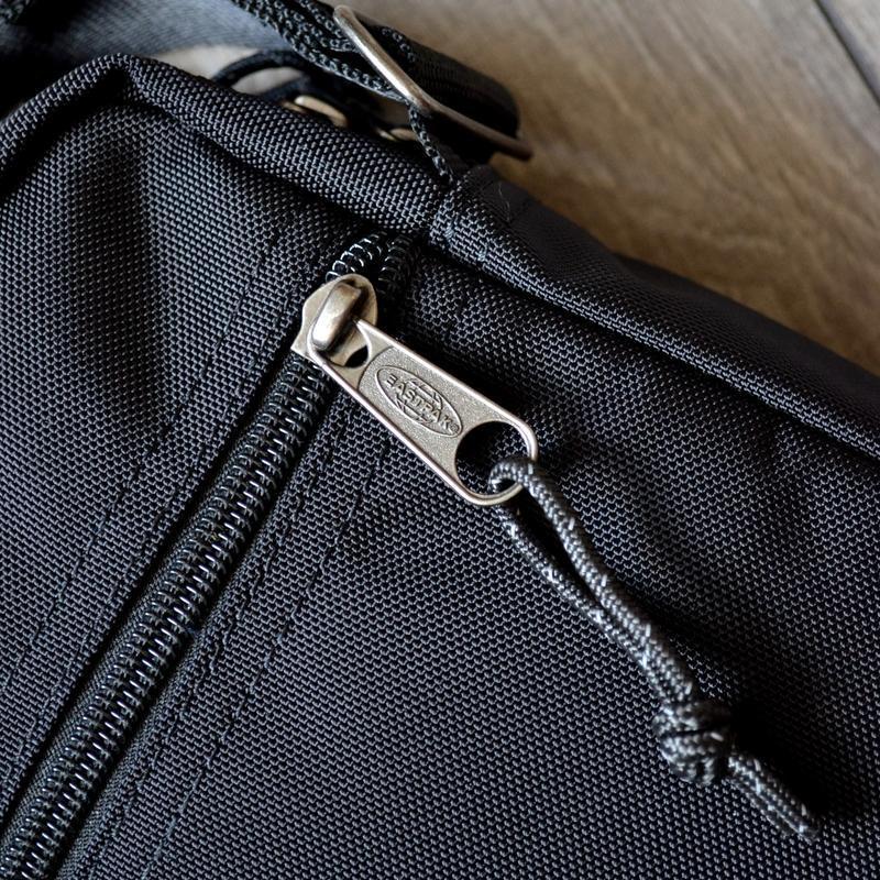 Сумка месенджер eastpak the one messenger bag ek045 190 black ... - Фото 5
