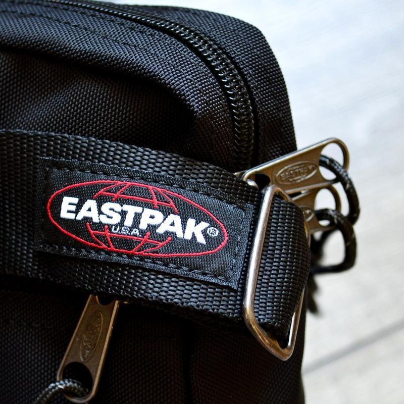 Сумка месенджер eastpak the one messenger bag ek045 190 black ... - Фото 6