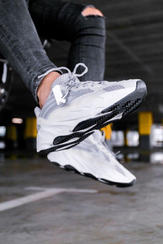 Шикарные женские кроссовки adidas yeezy boost 700  v2 static с...