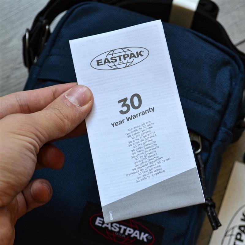 Сумка месенджер eastpak the one messenger bag ek045 190 planet... - Фото 3