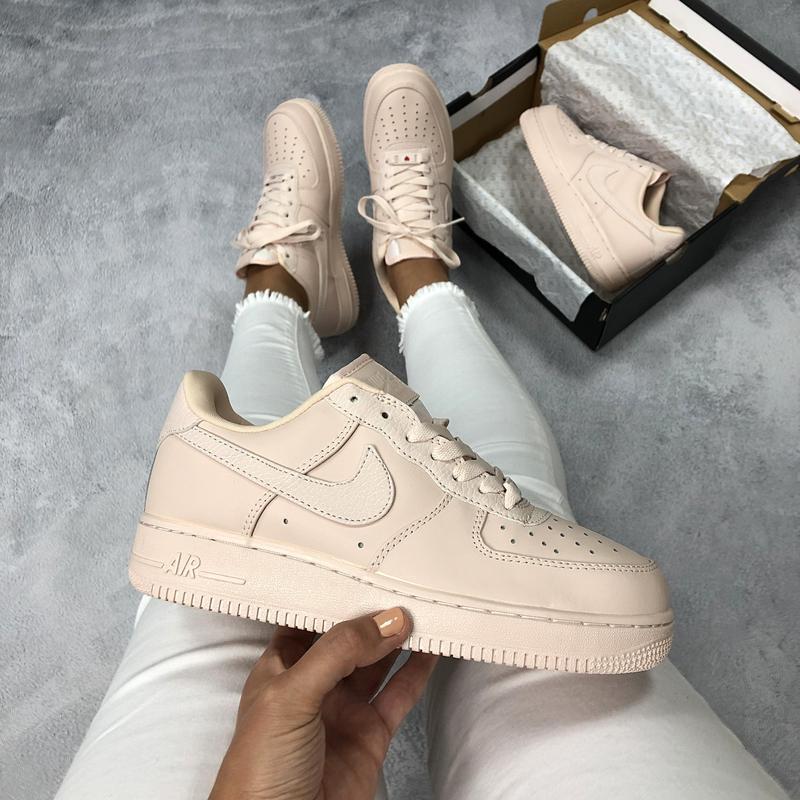 Шикарные женские кроссовки nike air force 1 low бежевые
