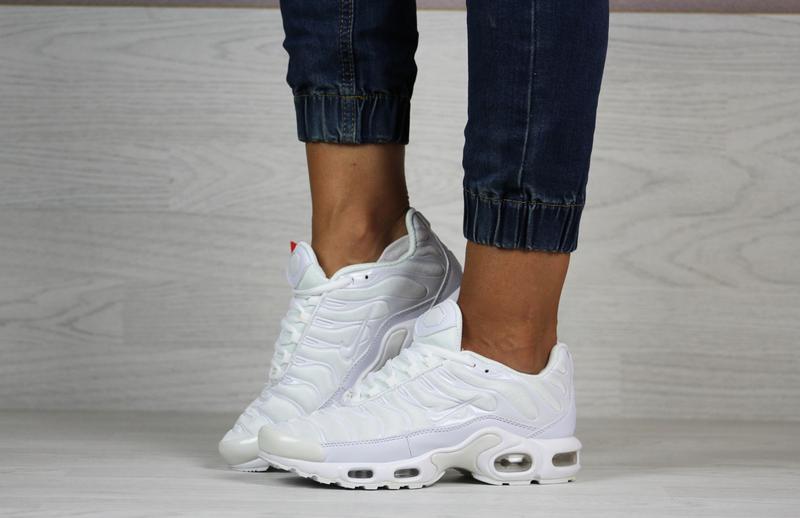 Шикарные женские кроссовки nike air max tn + plus белые