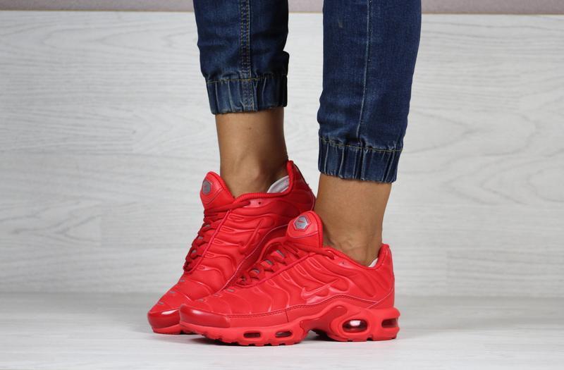 Шикарные женские кроссовки nike air max tn + plus красные