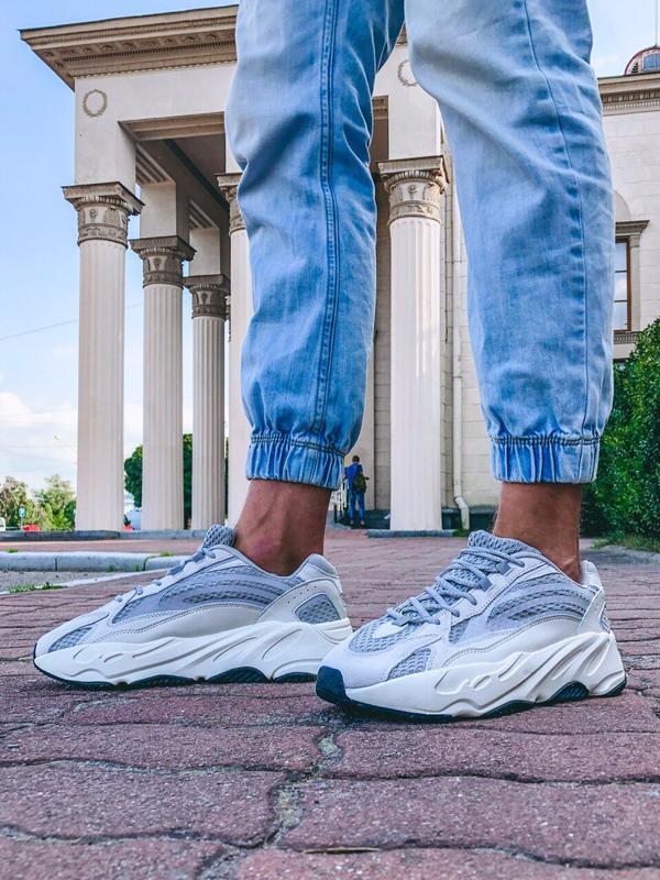Шикарные кроссовки adidas yeezy boost 700 v2 static с рефлективом