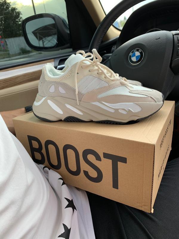 Шикарные кроссовки adidas yeezy 700