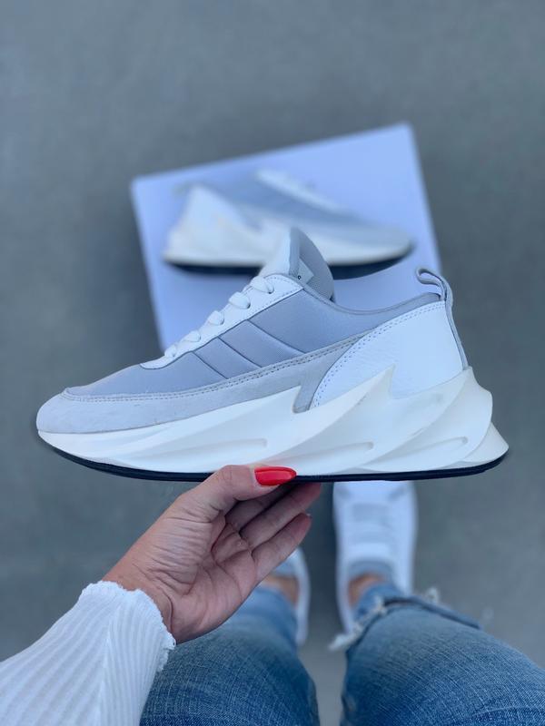 Шикарные женские кроссовки adidas sharks boost light grey - Фото 2