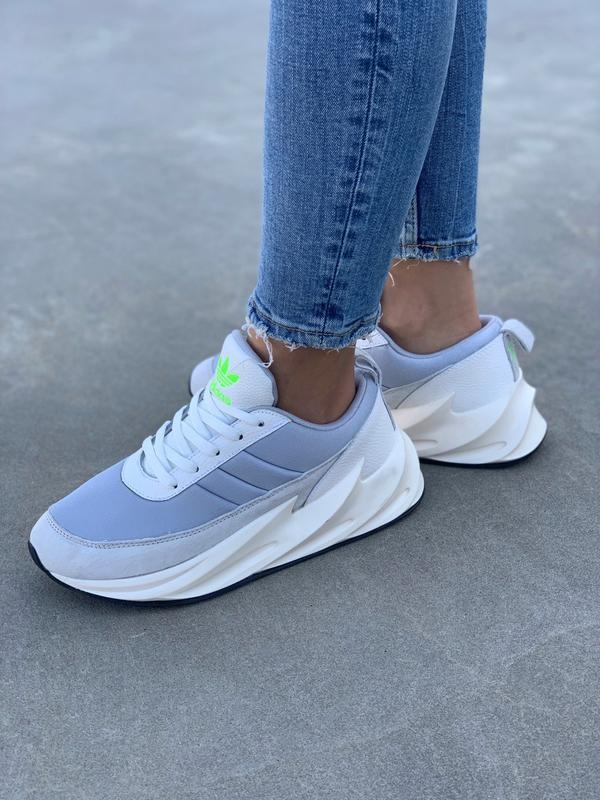 Шикарные женские кроссовки adidas sharks boost light grey - Фото 4