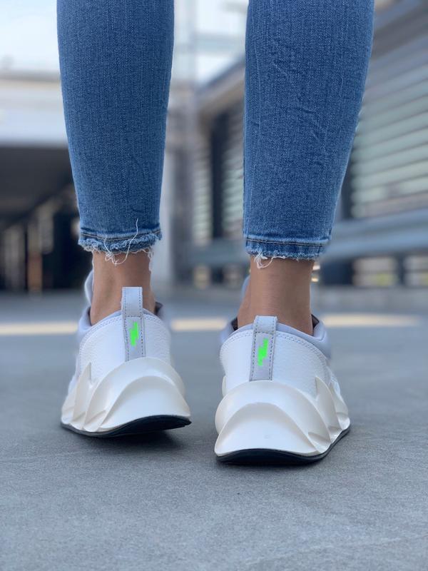 Шикарные женские кроссовки adidas sharks boost light grey - Фото 5