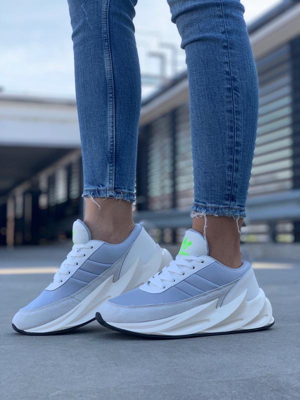 Шикарные женские кроссовки adidas sharks boost light grey - Фото 6