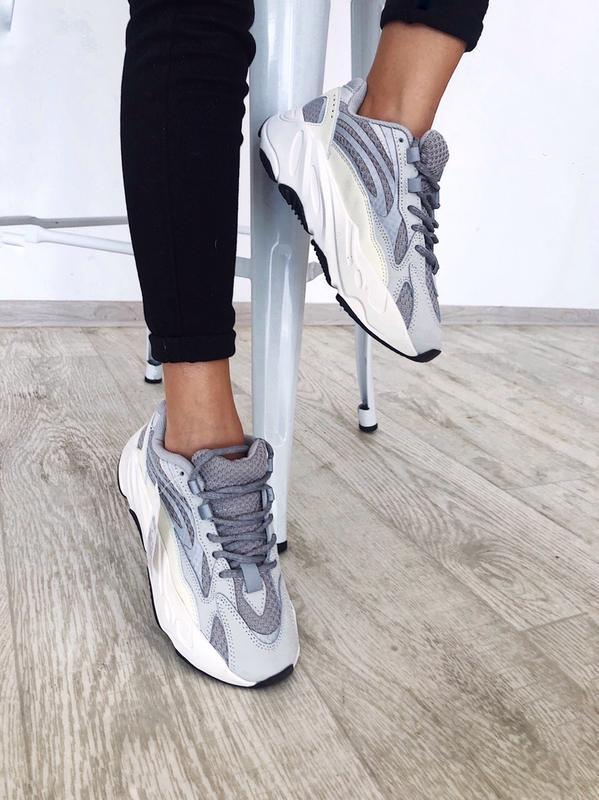Шикарные кроссовки adidas yeezy boost 700 static рефлективные
