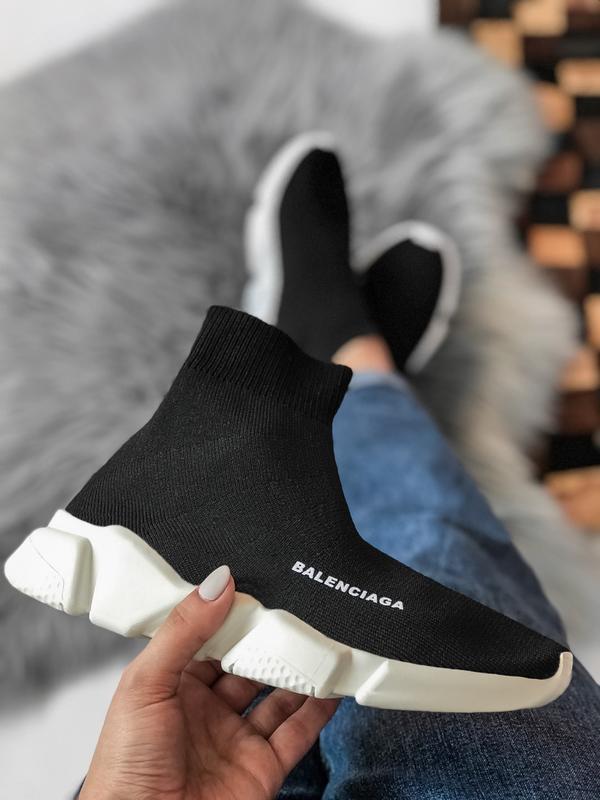 Шикарные женские кроссовки balenciaga speed trainer носком чёрные