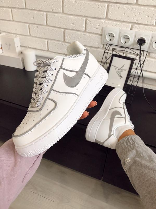 Шикарные женские кроссовки nike air force 1 low white рефлекти...