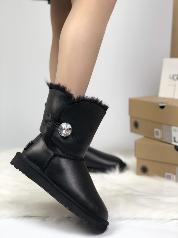 Шикарные женские сапоги угги ugg leather bailer button black ч...
