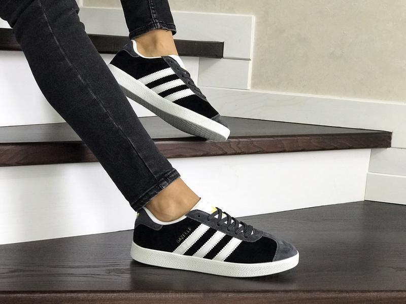 Шикарные женские кроссовки adidas gazelle bordo серые с чёрным...