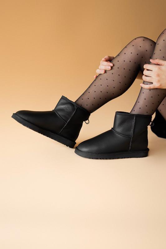 Шикарные женские сапоги угги ugg classic mini black lather чёр... - Фото 2