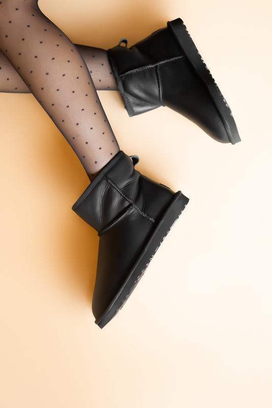 Шикарные женские сапоги угги ugg classic mini black lather чёр... - Фото 3