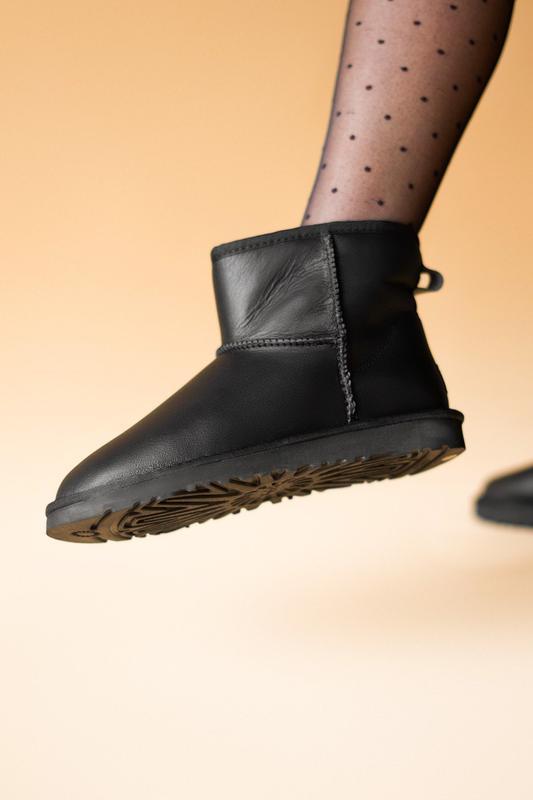 Шикарные женские сапоги угги ugg classic mini black lather чёр... - Фото 4